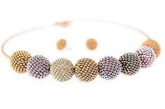 MariN.Art / náhrdelník guličky zlato-fialové Beaded Jewelry, Beaded Bracelets, Beadwork, Bangles, Fashion, Bracelets, Moda, Fashion Styles, Pearl Jewelry