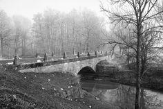 Lekte lite i Photoshop och tog bort lite moderna saker som skyltar och gatlyktor. Blev helt oki. #visitsweden #visitlinköping #ilovesweden #hejöstergötland #meralink #linköping #lkpg #linköpinglive #östergötland #bro #bridge #bridges #igdaily #igsweden #ig_sweden #ignature #igscandinavia #sweden #swedishmoments #sweden_photolovers #ig_captures #jonas_fotograf