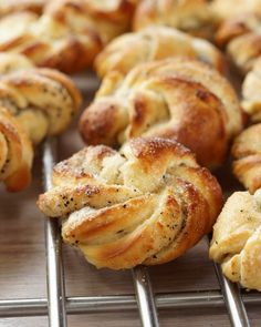Kanelboller i form med creme cheese frosting Creme Cheese Frosting, Recipe Boards, Sweet And Salty, Nom Nom, Food And Drink, Yummy Food, Sweets, Snacks, Christmas Island