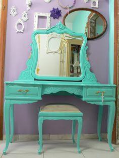Ateliando - Customização de móveis antigos: Penteadeira Tiffany Rafa Brite    Laqueada na cor Tiffany e acabamento em alto brilho, puxadores antigos e restaurados.