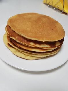 Clătite americane Pancakes, Breakfast, Ethnic Recipes, Vegan, Food, Pastries, Morning Coffee, Crepes, Pancake