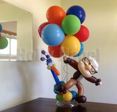 I proclaim today is UP Centerpiece Day! HollyNagel.com #balloonart #chicagoballoonartist