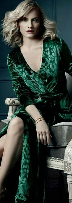 """""""A girl should be two things: classy and fabulous"""" Coco Chanel"""". She's A Lady, Green Gown, Green Satin, Classy And Fabulous, Green Fashion, Shades Of Green, Fashion News, Fashion Glamour, How To Wear"""