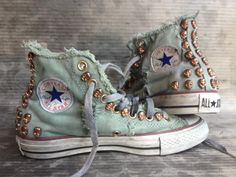 All Star Converse Summer Edition in aged denim with bronze skulls, only available at www. HANDMADE WITH LOVE. Converse Chuck, Converse All Star, Converse Sneakers, High Top Sneakers, Converse Brillantes, Jouer Au Basket, Rhinestone Converse, Stella Mccartney, Fashion Shoes