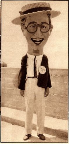 Harold Lloyd giant paper mache masked impersonator at a Shriner's convention, Philadephia, 1926