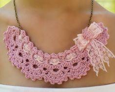 #Complementos #artesanía. #Collar romántico con puntilla. Diseño de DIDIcrochet. http://didicrochet.etsy.com/