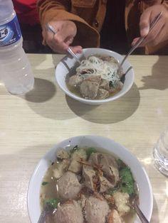 Food N, Food And Drink, Snap Food, Tasty, Yummy Food, Indonesian Food, Thai Recipes, Korean Food, Food Photo