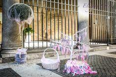 Uscita dalla Chiesa: dettagli da non sottovalutare: riso bianco a cuore in conetti rosa e grigi realizzati a mano, nastrini, cannon party.... tutti dettagli che fanno la Emozionarsi. #cannonparty #risoacuore #weddinginpink #conetti #petali