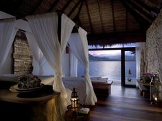 Los huéspedes de este magnífico hotel de lujo disfrutan de vistas desde su dormitorio
