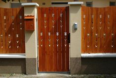 Nyakigláb Kft. - Fa kerítések, kapuk, korlátok készítése népi motívumokkal. Garden Gates And Fencing, Fences, Woodworking Jigs, Garden Art, Wood Art, Locker Storage, Exterior, Windows, Fence Ideas