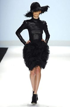Christian Siriano Fall 2008. Similar to the magyar or batwing sleeves from the 1930s because of its cut like the raglan sleeve.