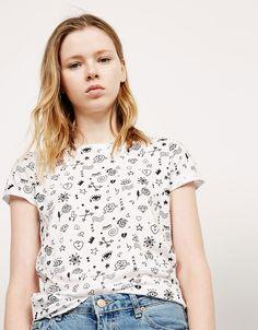 Camiseta BSK all over ojos. Descubre ésta y muchas otras prendas en Bershka con nuevos productos cada semana