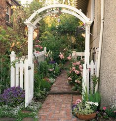 20 Gorgeous Garden Arbor Ideas for an Enchanting Outdoor Space
