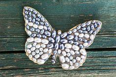 Když na zadní stranu připevníte stužku nebo očko, můžete motýla pověsit na zeď, hezky vypadá i v rámečku jako obrázek; Tomáš Rubín