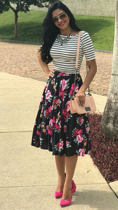 Striped shirt and floral tea length skirt Modest Dresses, Modest Outfits, Classy Outfits, Cute Dresses, Casual Dresses, Cute Outfits, Floral Skirt Outfits, Floral Skirts, Work Fashion