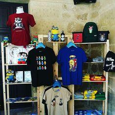 Gran variedad de productos de nuestro bazar y originales camisetas podrás encontrar en nuestro stand de Level Ub.  #frikingÚbeda #carcasas #sacos #bandoleras  #botellas #calcetines #pendrive #LevelUb