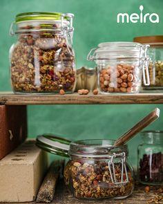 Kaneli-pähkinägranola on maukas lisäke esimerkiksi jogurtin, rahkan tai vaikka smoothien joukossa. Pähkinät tuovat reilusti rapeutta ja ruokaisuutta. Granolaa on...