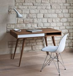 Discover more of the best Decoration, Muse, Magazin, Eames, and Workspace inspiration on Designspiration Mesa Home Office, Home Office Desks, Office Furniture, Furniture Design, Apartment Furniture, Furniture Ideas, Office Spaces, Office Decor, Bedroom Furniture