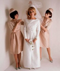 How To Look Your Best On Your Wedding Day. Photo by petramafalda On your big day, all eyes will be on you so you definitely want to look your best. If you can do your own makeup flawlessly then this 1960s Wedding Dresses, Vintage Dresses, Vintage Outfits, Vintage Fashion, Wedding Gowns, Vintage Wedding Photos, Vintage Bridal, Vintage Weddings, Vintage Glamour
