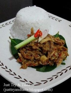 Just Try & Taste: Ayam Suwir Pedas ala Bali Indonesian Chicken Recipe, Indonesian Cuisine, Indonesian Recipes, Malay Food, Asian Kitchen, Asian Recipes, Ethnic Recipes, Malaysian Food, Daily Meals