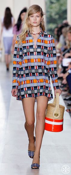 Tory Burch Spring 2015 #what_to_wear_dresses #dress #fashion #women #lady #jaglady #femininity #couture #chic #elegant #streetstyle #buisiness #homecoming #readytowear #redcarpet #catwalk #model #nyfw #runway#toryburchspring15