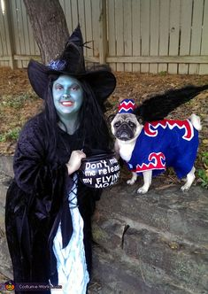 Halloween costume ideas for pets and owners - Flying Monkey Dog Costume Flying Monkey Halloween Costume, Matching Halloween Costumes, Monkey Costumes, Halloween Costume Contest, Dog Costumes, Dog Halloween, Creative Halloween Costumes, Costume Ideas, Halloween Couples