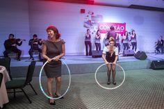 Artistas interagindo em evento convenção Abradit, recepção e apresentação circense   de Humor e Circo Produtora no Transamerica São Paulo.  Contate-nos humorecirco@gmail.com (11) 97319 0871 (21) 99709 6864 (73) 99161 9861 whatsapp. Gym Equipment, Giant Bubbles, Party, Corporate Events, Artists, Workout Equipment