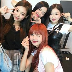 BLACKPINK has won the hearts of even the hottest actors in Hollywood! Kpop Girl Groups, Korean Girl Groups, Kpop Girls, Kim Jennie, Girls Generation, My Girl, Cool Girl, Mode Kpop, Foto Real