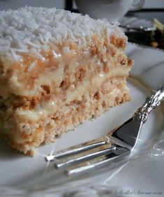 "Ciasto ""Rafaello"" Bez Pieczenia - Przepis - Słodka Strona No Bake Desserts, Healthy Desserts, Apple Cake, Piece Of Cakes, Cakes And More, Cookie Bars, Vanilla Cake, Chocolate Cake, Cake Recipes"