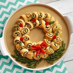 Cheesy+Spinach+Pinwheel+Wreath+-+The+Pampered+Chef®