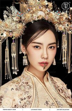 Chinese costume - I really love the dragonfly jewelry on the lip. Traditional Fashion, Traditional Dresses, Chinese Dress Traditional, Oriental Fashion, Asian Fashion, Chinese Clothing, Chinese Dresses, Cosplay, Chinese Culture