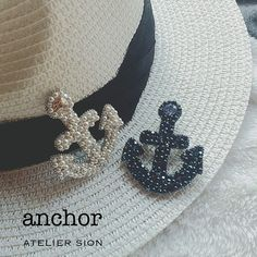 【anchor】 ブローチタイプは帽子につけてもOK⚓️夏デコ増産中 #グルーデコ #スワロフスキー #グルーデコ® #グルーデコ® #マリンブローチ