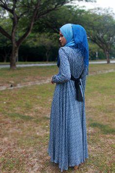 EDZ bird print maxi dress; back view - www.edz.com.my Shawl Cardigan, Islamic Fashion, Islamic Clothing, Bird Prints, Top Shoes, Modest Fashion, Abstract, Online Shopping, Beauty