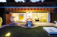 This is a Fascinating concept of Home Style #modernhome #contemporaryfurniture #nicekitchen #bathroomlighting #bathroomdesign  find out more pictures here: http://reizco.com/exceptional-residence-design-concepts-fascinating-home-stylish/