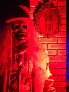 Yard Haunt, Neon Signs, Halloween