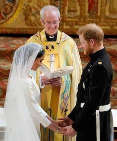 Harry & Meghan's Royal Wedding - See the Best Inside Photos!: Photo Prince Harry holds his new wife Meghan Markle's hand in this tender photo snapped inside the Royal Wedding at St. George's Chapel at Windsor Castle on Saturday… Prince Harry Et Meghan, Meghan Markle Prince Harry, Princess Meghan, Prince William And Kate, Prince And Princess, Princess Charlotte, Princess Harry, Prince Henry, Harry And Meghan Wedding