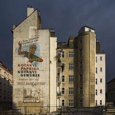 Hausmauer mit Werbebild aus den 50er Jahren - Gewürzfirma Kotanyi - 2016 Woche 49 Cafe Restaurant, Salzburg, Model Trains, Old Pictures, Vienna, Austria, Mount Rushmore, Old Things, Wall Art