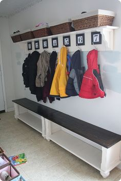 entry way/mud room~~~~> we are so doing something like this in our mud room!