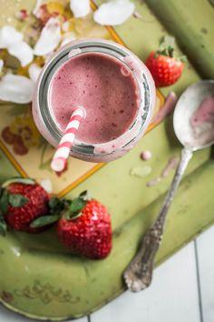 Strawberry Banana Smoothie | Photography & Styling by Regan Baroni | Up Close & Tasty