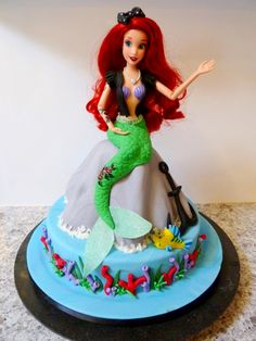 Dolly Varden with a twist.... The brief for this cake was little mermaid with a goth/punk influence!