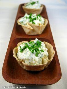 JA U KUHINJI...: Salata od brokolija i labneh-a u korpicama od tort...