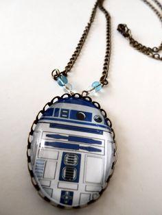 Collar con camafeo en forma de R2-D2 – Nerdgasmo