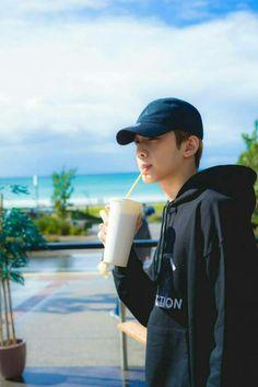 Wanna One Lai Guan Lin Wallpaper Foto Bts, Bts Photo, Park Ji Min, Boy Scouts, Jinyoung, Seokjin, Ong Seung Woo, Korean Boy, Guan Lin