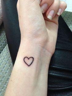 Simple Black Outline Heart Tattoo On Left Wrist Black Heart Tattoos, Simple Heart Tattoos, Tiny Heart Tattoos, Small Tattoos, Mini Tattoos, Little Tattoos, Tree Tattoos, Neck Tattoos, Grunge Tattoo