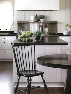 Barbara Barry & Peter Block - falling in love with white kitchens with black counter tops and knobs Cheap Countertops, Butcher Block Countertops, Laminate Countertops, Concrete Countertops, Kitchen Countertops, Black Countertops, Butcher Blocks, Country Kitchen Counters, Condo Kitchen