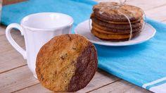 Receta paso a paso de Brownkies, unas galletas con mezcla de vainilla y cacao a base de chips de chocolate negro, elaboradas por la chef Alma Obregón.