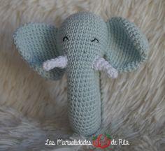 """Olhem que fofinho que a Rita está ensinando… <3  Sonajero elefante, una bonita manera de que el bebé disfrute con un animal""""salvaje""""😉 via Sonajero elefante — Las Manualidades de Rit…"""