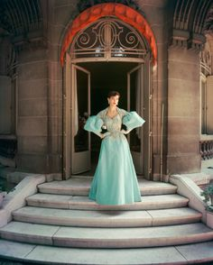 Jacques Fath ball gown, photographed at Mme. Fath's townhouse for the September 1955 issue of Life magazine by Mark Shaw. Jacques Fath, Vintage Dresses, Nice Dresses, Vintage Outfits, 1950s Dresses, Vintage Clothing, Classy Outfits, Guy Laroche, Blue Ball Gowns