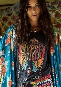 Love the shirt Hippie Look, Hippie Chic, Bohemian Gypsy, Gypsy Style, Hippie Style, Bohemian Style, Boho Chic, My Style, Top Crops