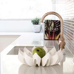 Petals fruit bowl small - be&liv